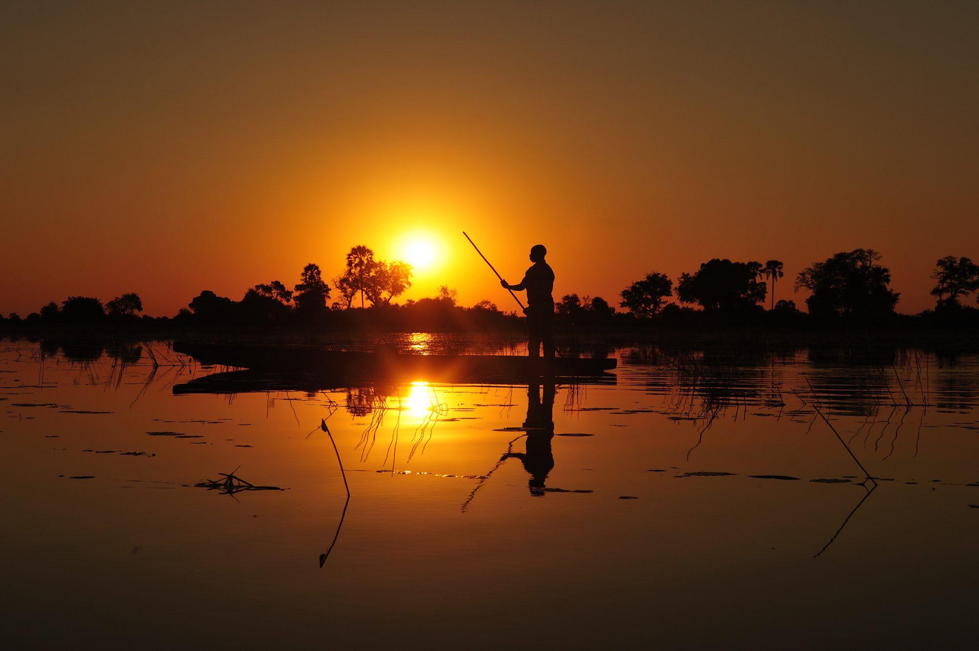 033_Im traditionellen Mokoro durch das Okavango Delta, Botswana